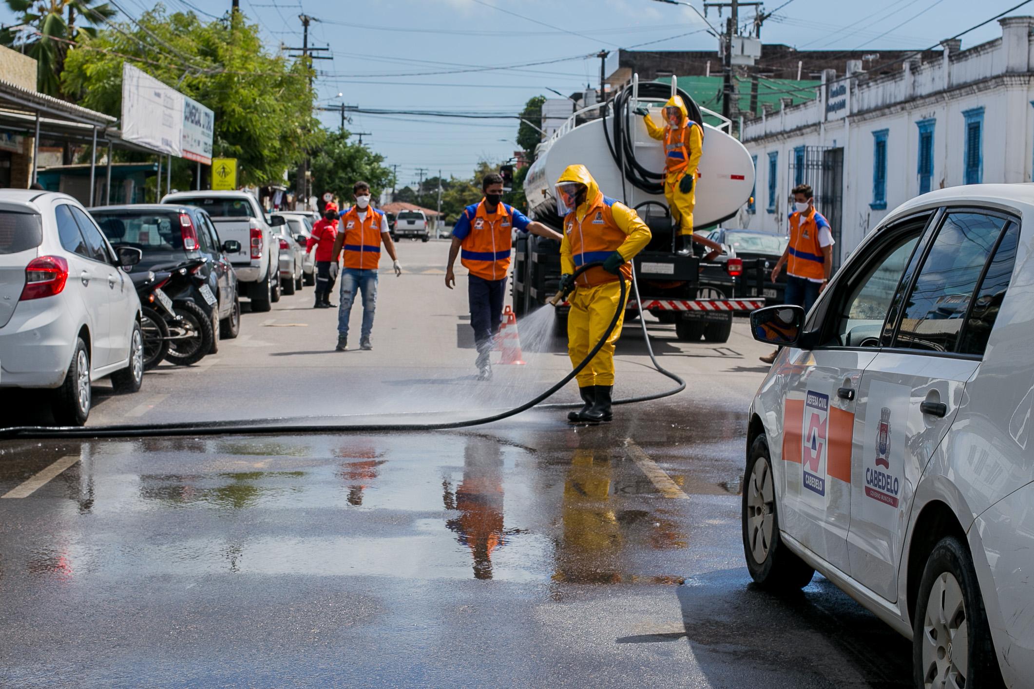 Prefeitura de Cabedelo realiza mais uma ação de desinfecção de ruas e espaços públicos da cidade
