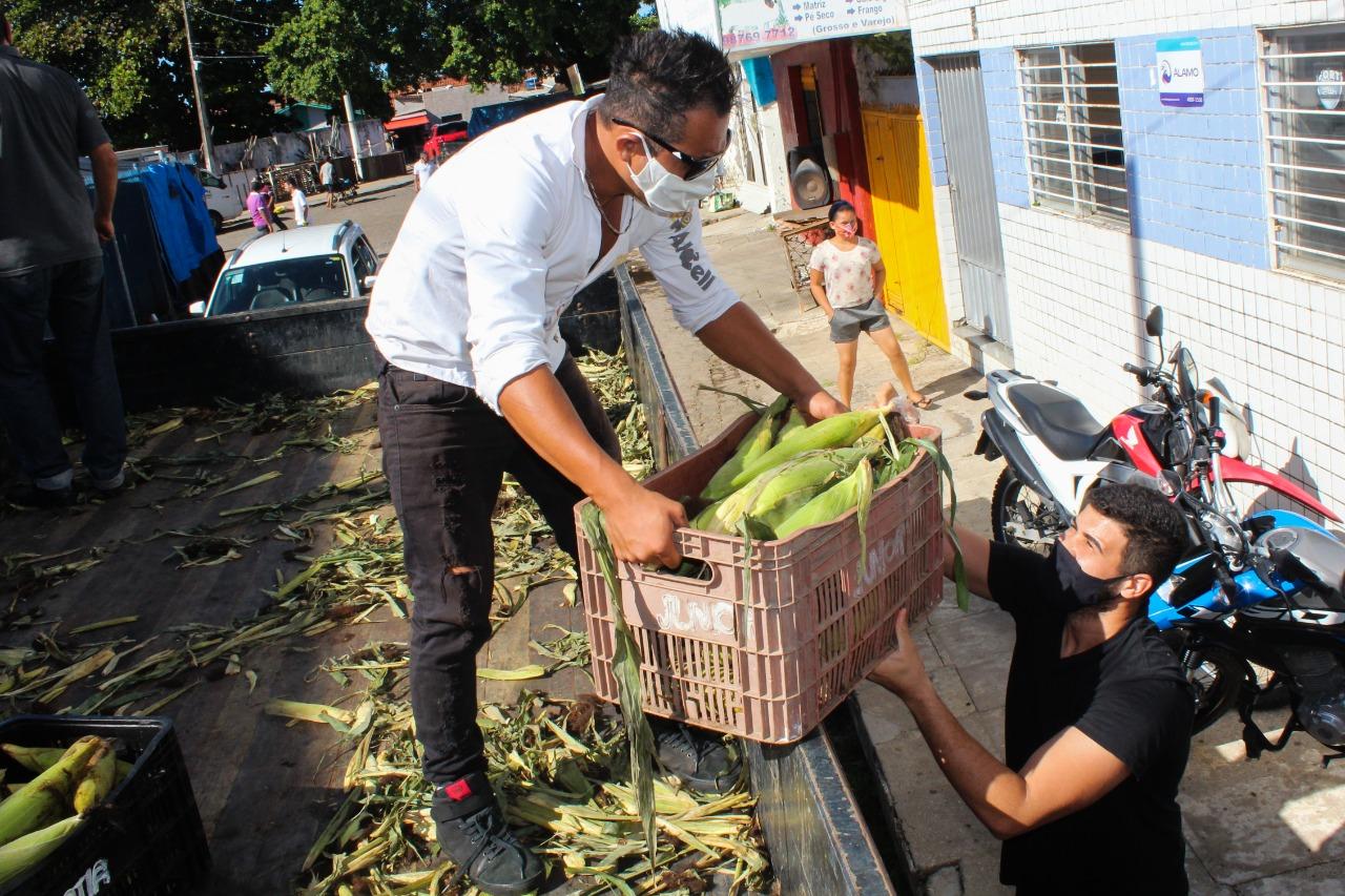 Prefeitura de Cabedelo distribui 13 mil espigas de milho para o São João a famílias em vulnerabilidade social