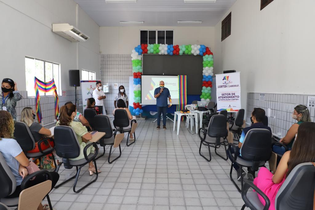 Prefeitura de Cabedelo capacita servidores em atendimento humanizado para público LGBTQIA+