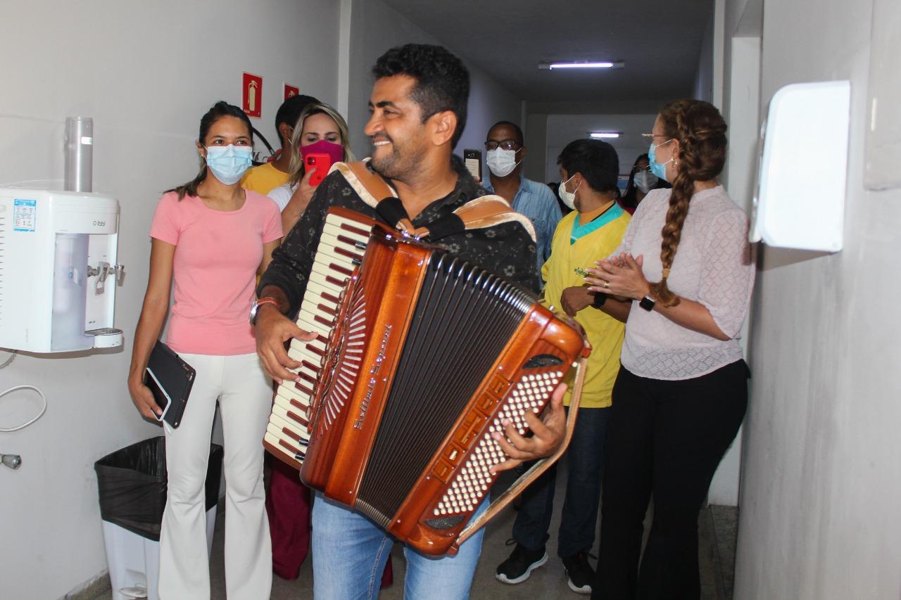 OUTUBRO ROSA  Pacientes e funcionários do Hospital Municipal de Cabedelo participam de palestras alusivas à prevenção do câncer de mama e de útero